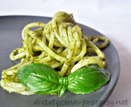 spaghetti ze szpinakiem i serem plesniowym