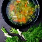 oczyszczająca z toksyn zupa ogórkowo jarzynowa z kaszą jaglaną