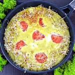 Pyszny omlet z awokado i pomidorem