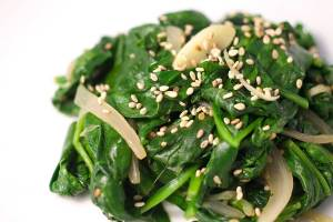 Spinach salad with Sesame Seeds