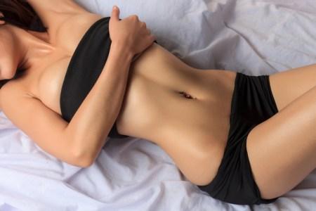 ぽっこりお腹を即効解消できる簡単体幹トレーニング8選!