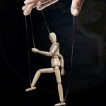 Demokratie in Gefahr: Wenn Regierungen nur noch Marionetten sind
