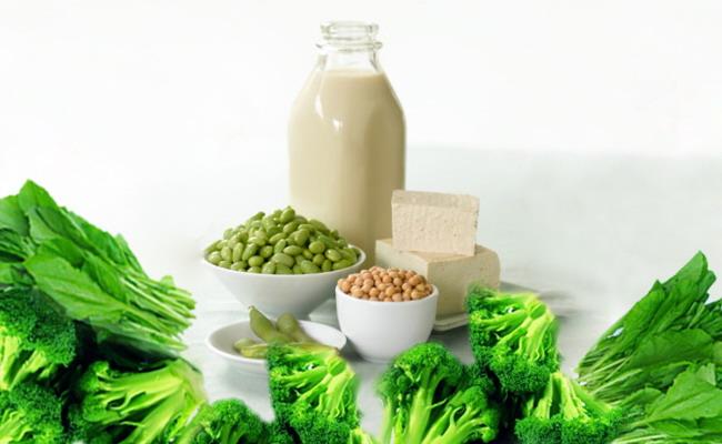 Acid folic có nhiều trong các loại rau xanh, hoa quả và thịt.