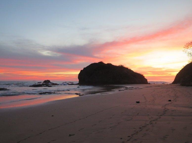 Coucher de soleil sur la plage Grande près de Tamarindo au Costa Rica