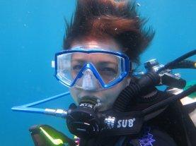Hélène en plongée dans les eaux du Costa Rica
