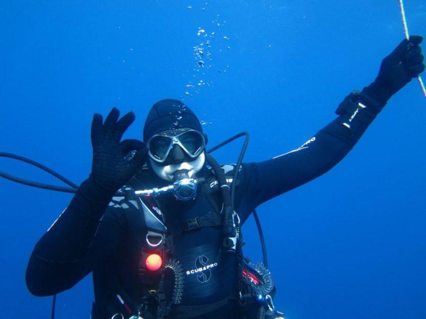 Plongeur faisant le signes ok