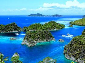 Un paysage des îles de Raja Ampat comme idée d'une destination de plongée