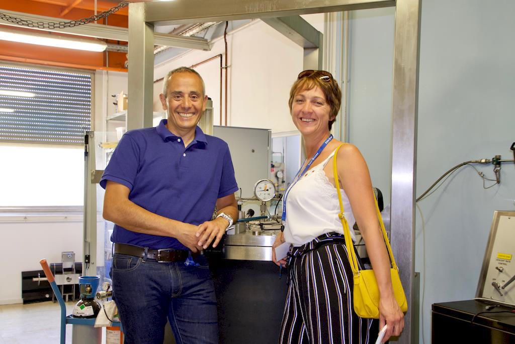 Hélène et Manuel Cabrere dans l'unité de recherche de l'entreprise Aqua Lung