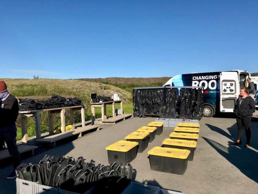 Le parking du rendez-vous pour plonger dans la faille de Silfra en Islande. L'organisation est un critère pour bien choisir un centre de plongée.