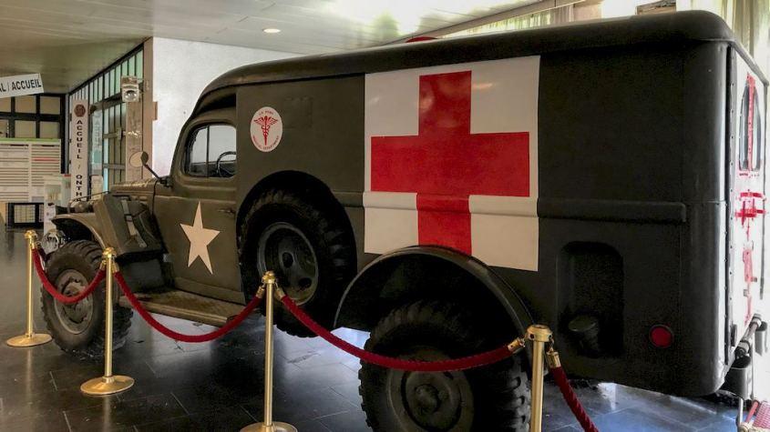 Une ancienne ambulance exposée à l'hôpital militaire de Bruxelles