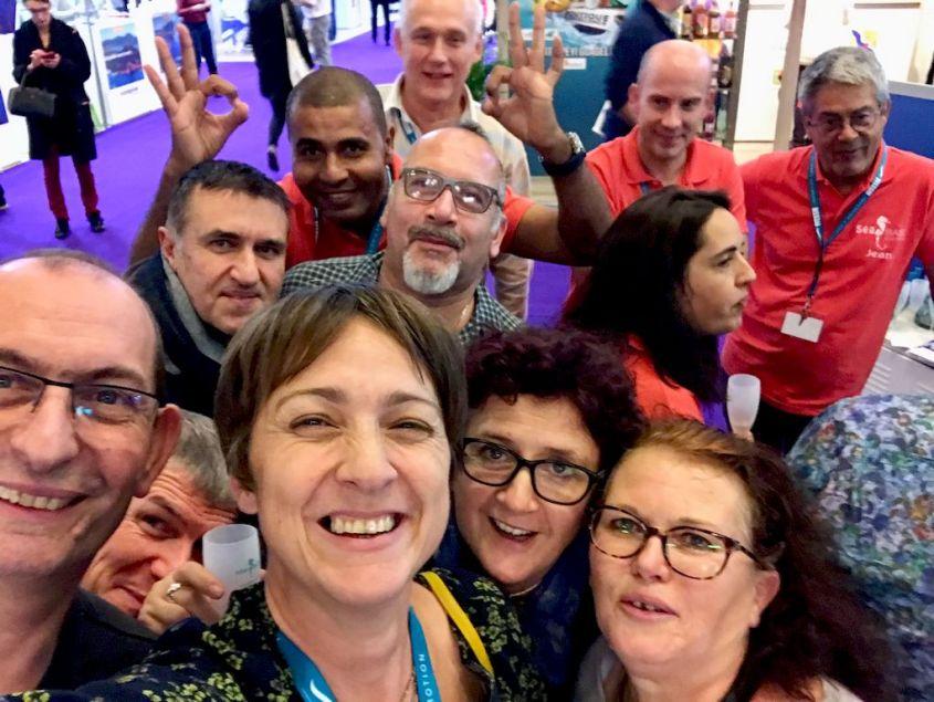 Hélène au Salon de la Plongée 2020 avec un groupe de lecteurs