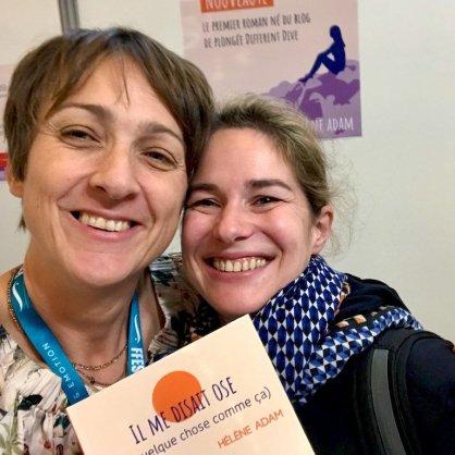 Hélène au Salon de la Plongée 2020 avec une lectrice
