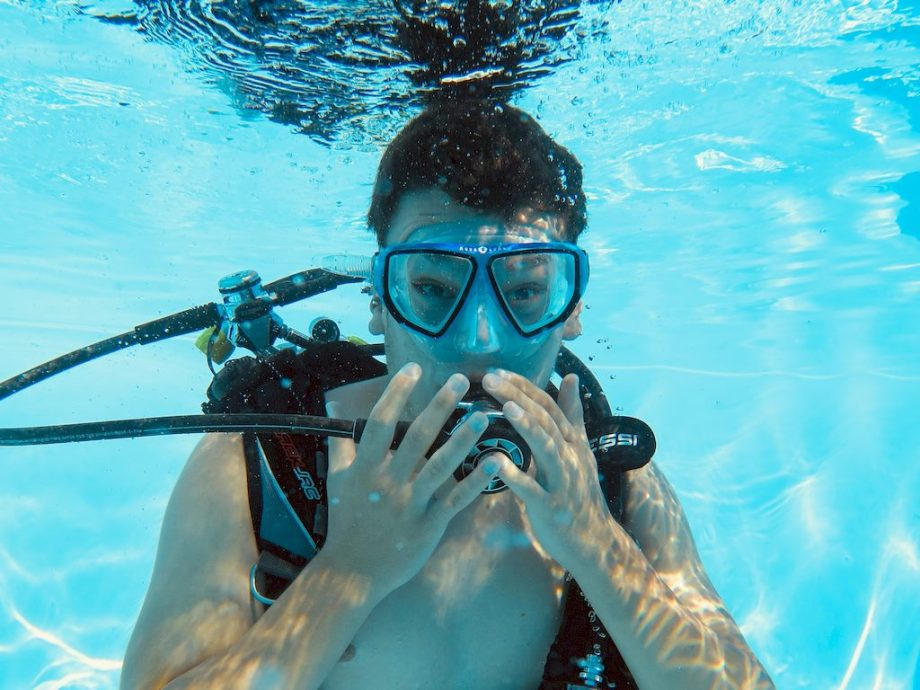 Dans les accidents de plongée, l'attitude du plongeur est régulièrement mise en cause.