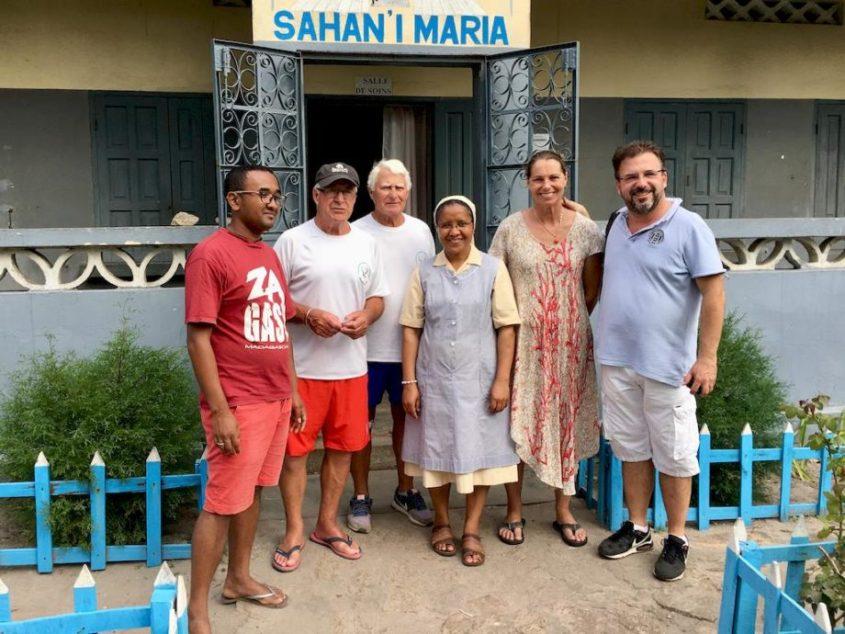 Lisa avec l'équipe de la communauté à Madagascar