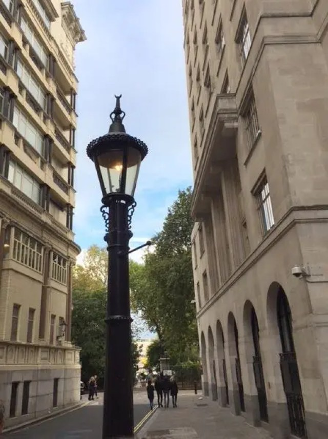 Hidden london 16 cool things youve probably walked past without the lamp is in carting lane if you want to find it yourself but i do recommend the tour to learn more of the background of some really underground bits of solutioingenieria Images