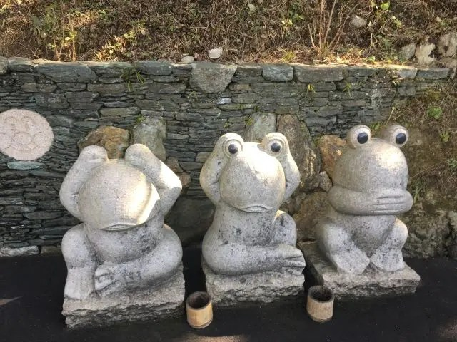 Frog statues, Nanzoin Temple near Fukuoka, Japan