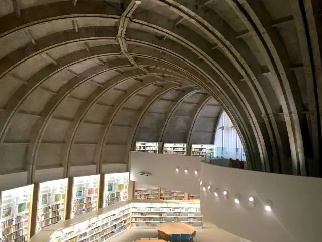 Curved ceiling of the library in Kokura with books lining the walls