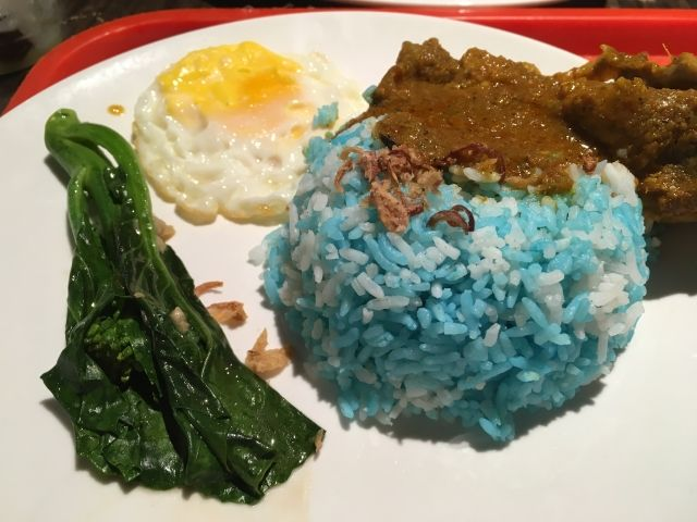 Blue rice with chicken curry