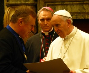 Pope Francis (right) presenting Richard Burridge (left) with the 2013 Ratzinger Prize