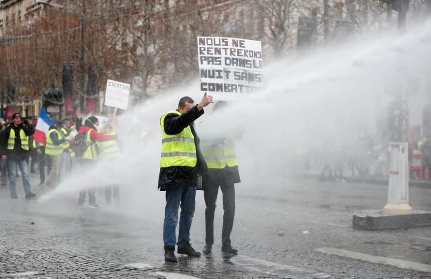 q 32 - 28 imágenes que muestran el drama de las protestas en Francia