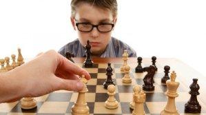 85004072012073022-10-motivos-para-seu-filho-aprender-o-xadrez