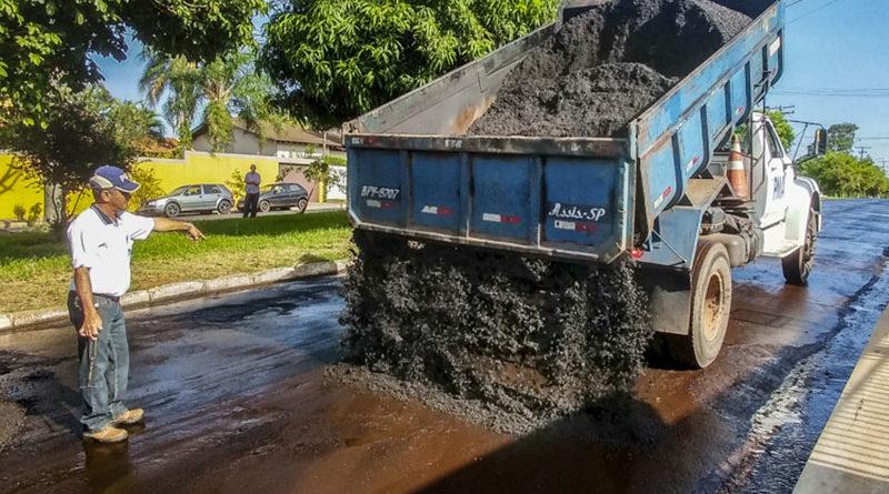 Devido a reclamações, Secretaria de Obras explica qualidade do asfalto utilizado em algumas ruas