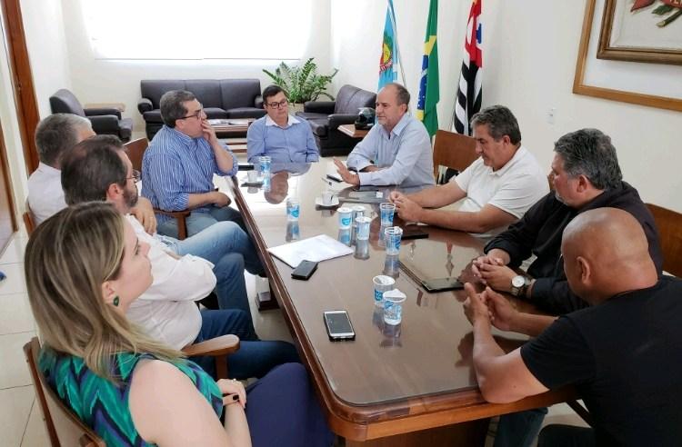 Prefeito de Assis se reúne com vereadores para apresentar proposta feita pela SABESP