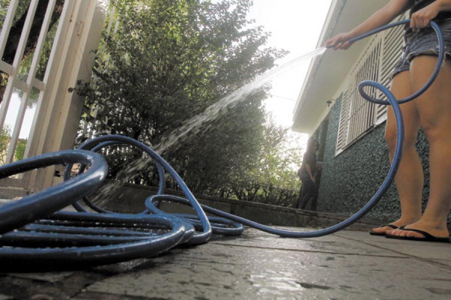 Calor e tempo seco aumentam o consumo de água e Sabesp alerta para o uso consciente