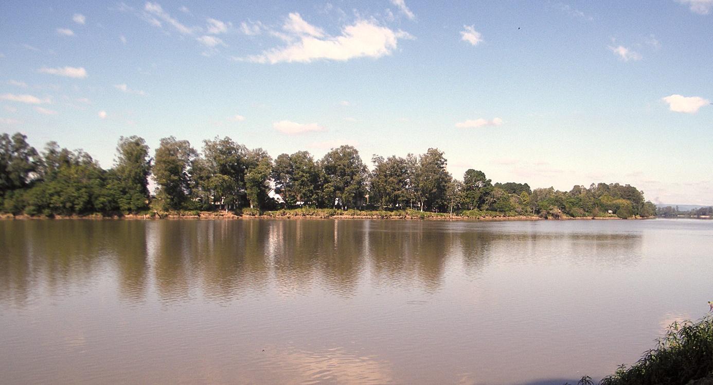 Calor alerta para riscos de afogamento de banhistas em lagos, rios e piscinas