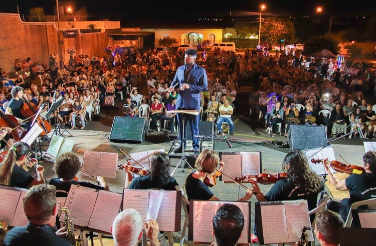 Cantata reúne grande público com show de talentos e apresentação da Orquestra e Banda Municipal
