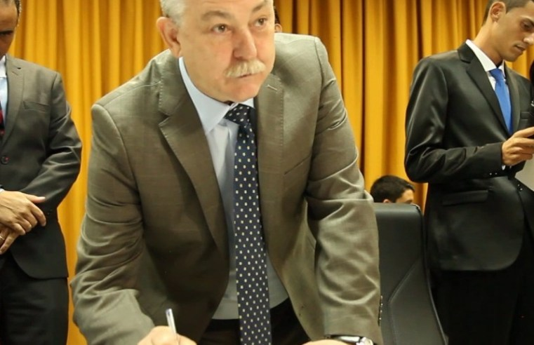 Prefeito de Tarumã, Oscar Gozzi, assina convênio de meio milhão de reais