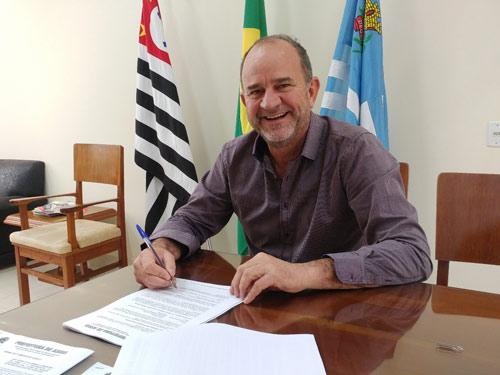 Com programa de asfalto 'Prefeitura mudou a realidade de alguns bairros em 2019', afirma prefeito José Fernandes