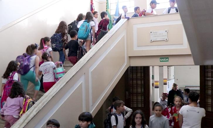 Alegria e clima de descontração marcam a volta das aulas na rede municipal de ensino de Assis