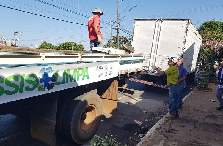 Caminhão do 'Assis Mais Limpa' passa por diversos bairros e prepara nova programação