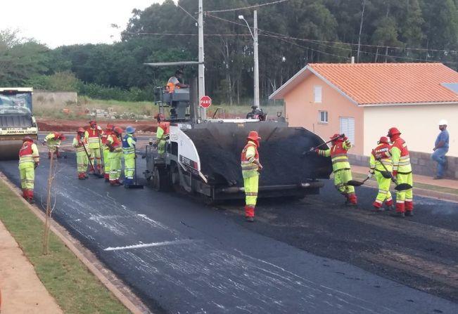 Obras de asfalto são realizadas no Jardim Colônia