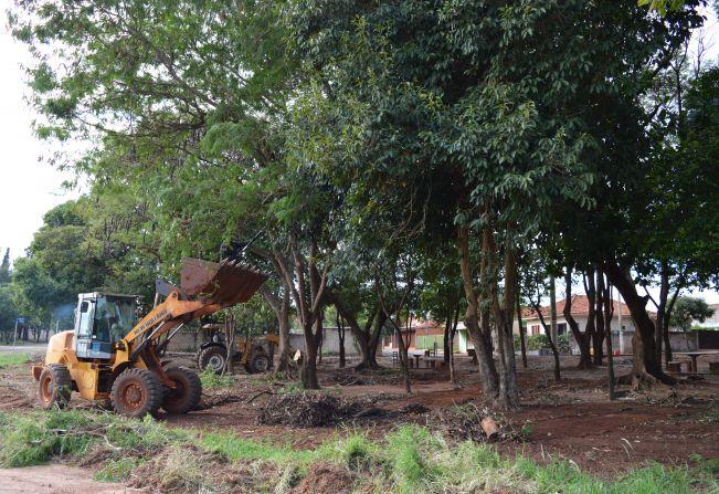 Prefeitura realiza melhorias na área verde do Bairro Bonsucesso