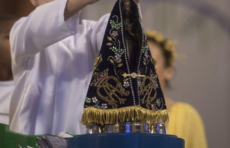 Mesmo com celebração virtual, romeiros fazem peregrinação à Aparecida