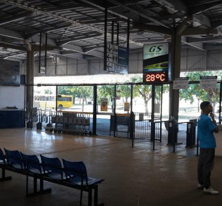Com alta nos casos de covid-19 na região, cai fluxo de embarques e desembarques no Terminal Rodoviário.