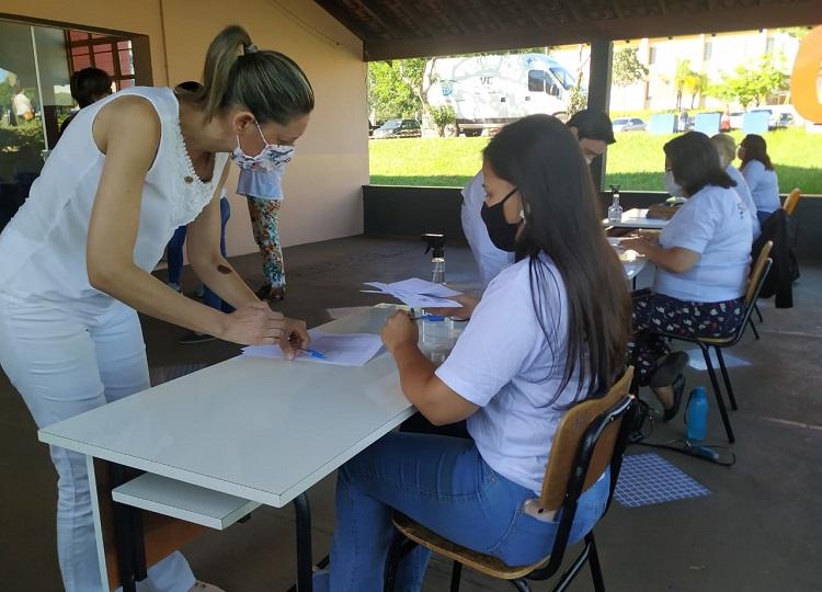 Saúde vacina 810 profissionais da saúde no último sábado.