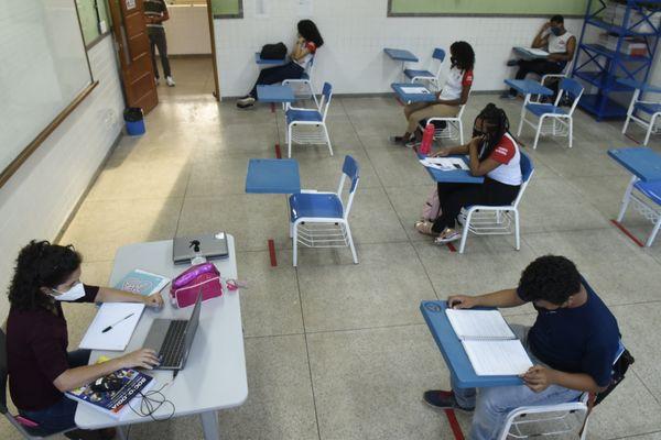 Assis abre pesquisa para saber quantos alunos voltarão às aulas na rede municipal