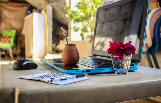 Here's How You Can Switch To Freelancing From Your Boring 9-to-5