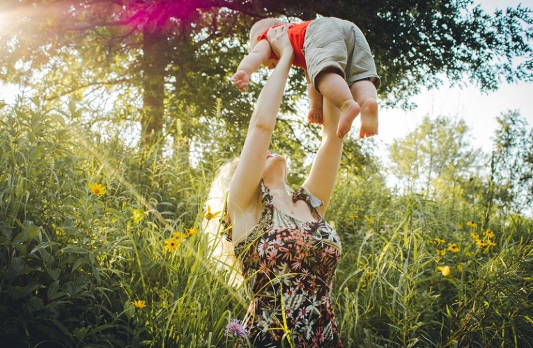 Mother's day activities that include the entire family in the celebration