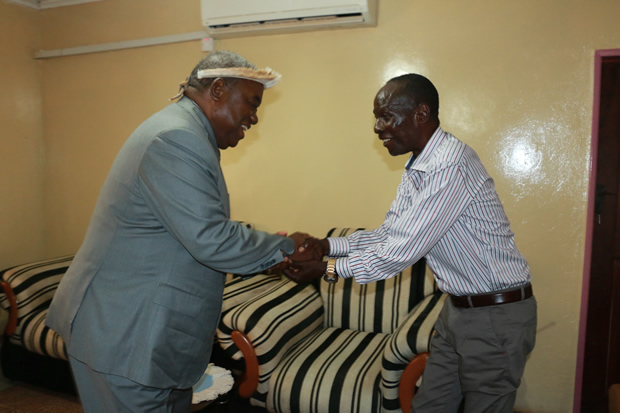 Former President Rupiah Banda greets Paramount Chief Mpezeni of the Ngoni people at his palace in Chipata-Picture by Tenson Mkhala