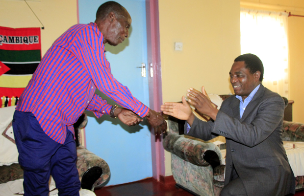 UPND Leader Hakainde Hichilema greets Paramount chief Mpezeni  in Chipata-Picture by Tenson Mkhala