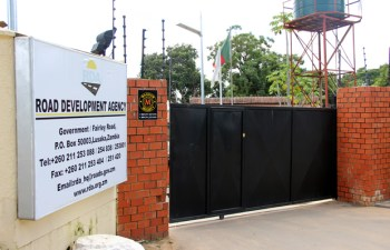 RDA main gate closed after Bailliffs pounced on them-picture by Tenson Mkhala