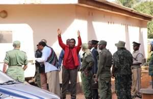 Hakainde Hichilema being taken back into detention-picture by Tenson Mkhala