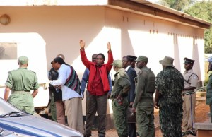 Hakainde Hichilema being taken back into detention-picture by Tenson Mkhala