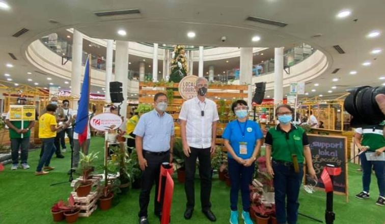 Mga gina pabugal sang Negrense farmers nga mga produkto gin display sa mall