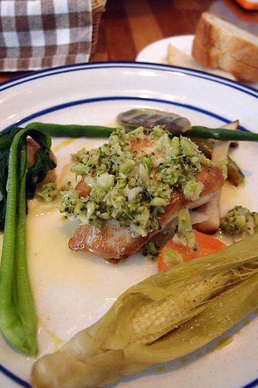 白身魚のソテー ブロッコリーソース