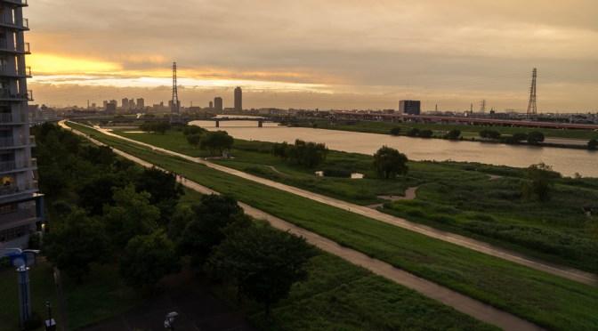 荒川に沈む夕日